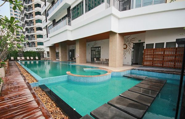Bright-Sukhumvit-24-Condo-Bangkok-swimmingpool