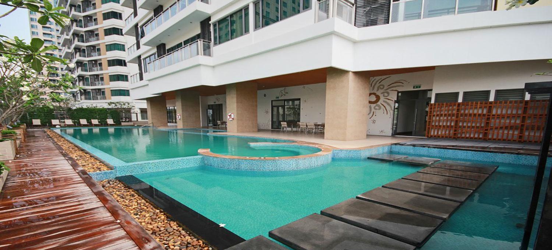 Bright-Sukhumvit-24-Condo-Bangkok-branner-swimmingpool-1